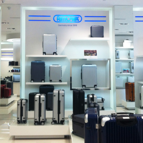 : : RETAIL FIT-OUT : : Rimowa Mandarin Gallery Singapore