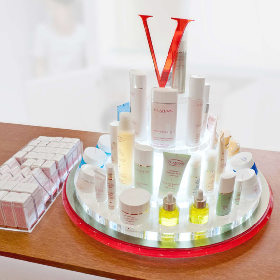 : : PoS SOLUTIONS : : Clarins Lazy Susan Display