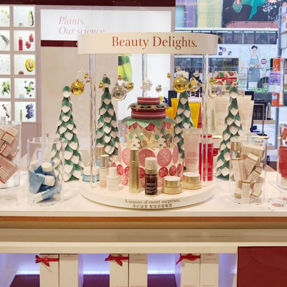 : : COUNTERTOP DISPLAY : : Clarins Christmas Beauty Delights Retailtainment Display